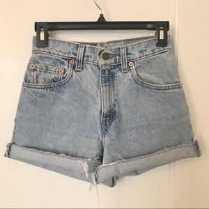Vintage Levi's 550 cut off denim shorts